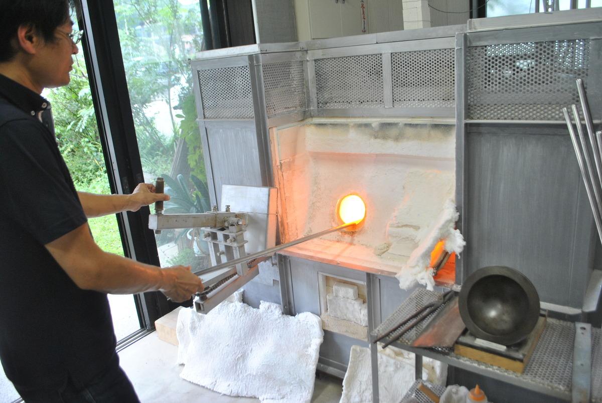 ドロドロに溶けた高温のガラス