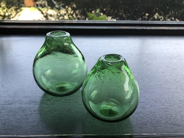 花時と熊野本宮ガラスの一輪挿し